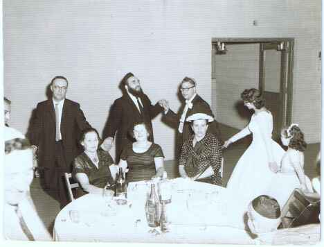 Wedding reception held at the Shaarey Zedek Synagogue, 1959